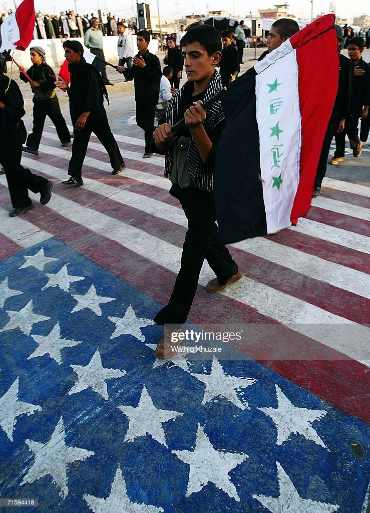 Shiite Militia Parade in Baghdad : News Photo