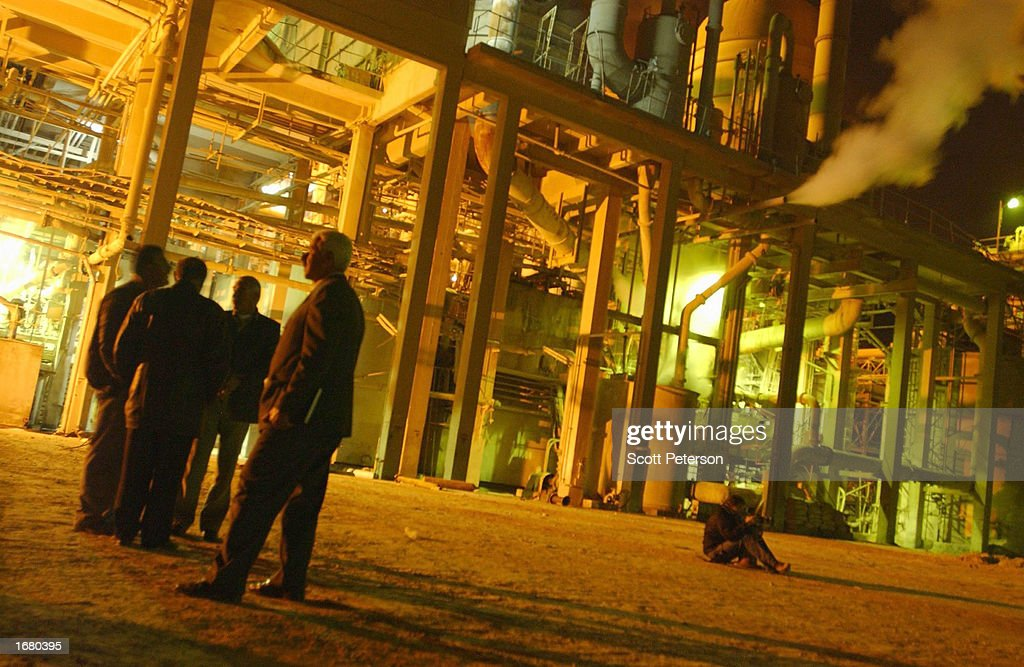 UN Weapons Inspectors Visit Iraqi Phosphate Plant : News Photo