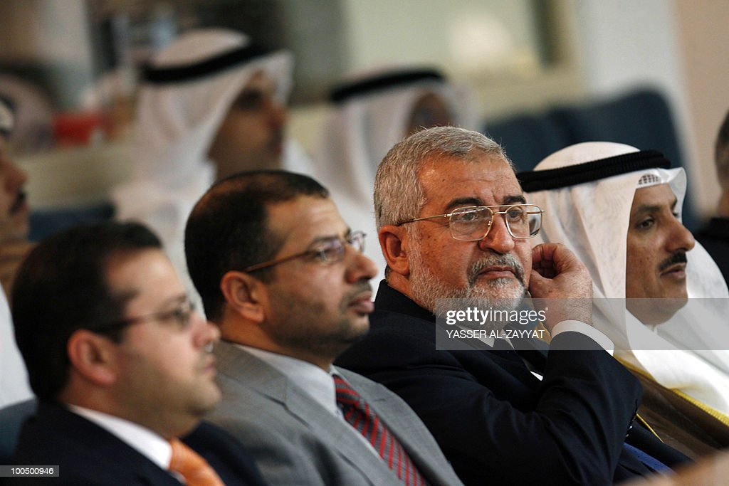Iraqi Parliament Speaker Iyad al-Samarrai (2nd R) and his accompanying delegation attend a parliament session at Kuwait's national assembly in Kuwait City on May 25, 2010. Samarrai is on a four-day official visit to Kuwait.