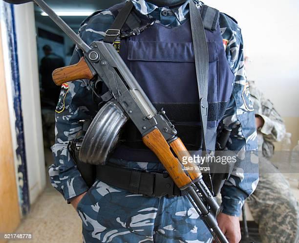 iraqi policeman with old russian kalashnikov rifle - jake warga stock pictures, royalty-free photos & images