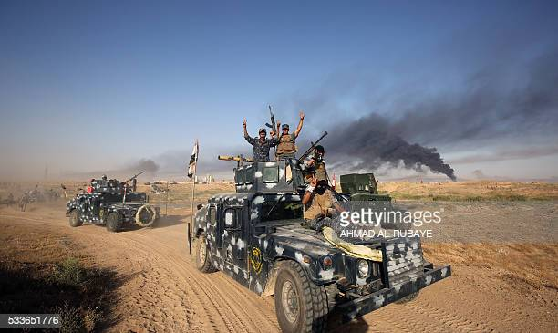 TOPSHOT Iraqi progovernment forces advance towards the city of Fallujah on May 23 as part of a major assault to retake the city from Islamic State...