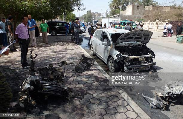 Iraqi security forces and onlookers gather at the site of a car bomb explosion in Baghdad's central Karrada district on May 5 2015 AFP PHOTO / AHMAD...