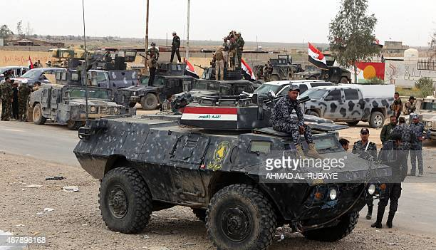 Iraqi security forces gather outside the western entrance of the city of Tikrit on March 28 2015 during a military operation to retake the northern...