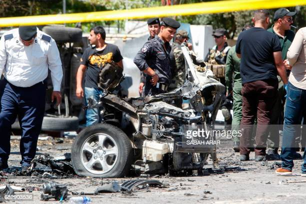 Iraqi security forces inspect the scene of a carbomb explosion in Baghdad's AlWahda neighbourhood on May 14 2017 / AFP PHOTO / SABAH ARAR