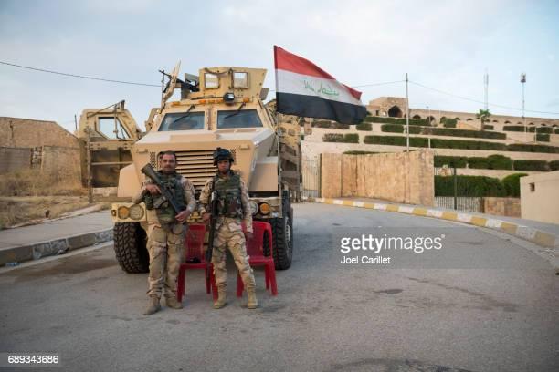 soldati iracheni al santuario di nabi yunus a mosul, iraq - iraq foto e immagini stock