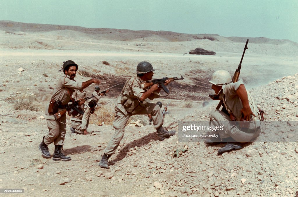 Iraqi Soldiers in Combat : News Photo