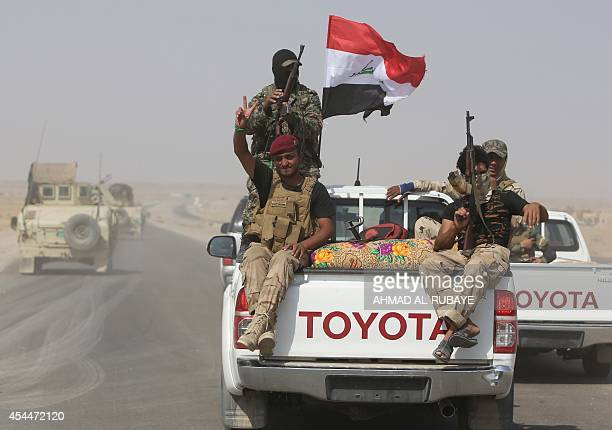 Iraqi volunteer fighters drive towards the town of Amerli on September 1, 2014 after Iraqi forces broke the jihadist siege on the Shiite town, in...