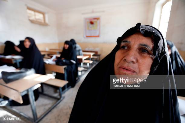 Iraqi women take part in an Iraqi government's literacy program for adults in the holy city of Najaf on January 5 2018 / AFP PHOTO / Haidar HAMDANI