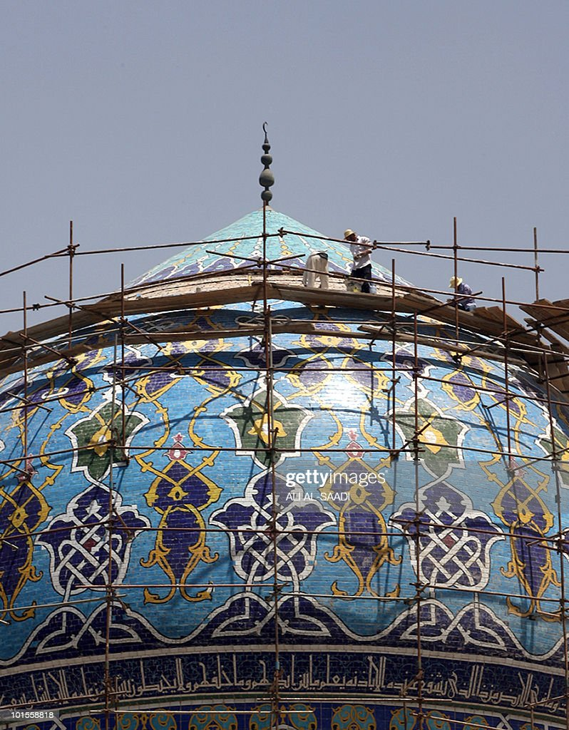 Iraqi workers renovate Al-Firdos Mosque in central Baghdad on May 22, 2010. Iraqi security forces were sharply criticised on May 22 a day after a car bomb in a market in central Iraq killed 30 people, in the worst attack to hit the country since May 10.