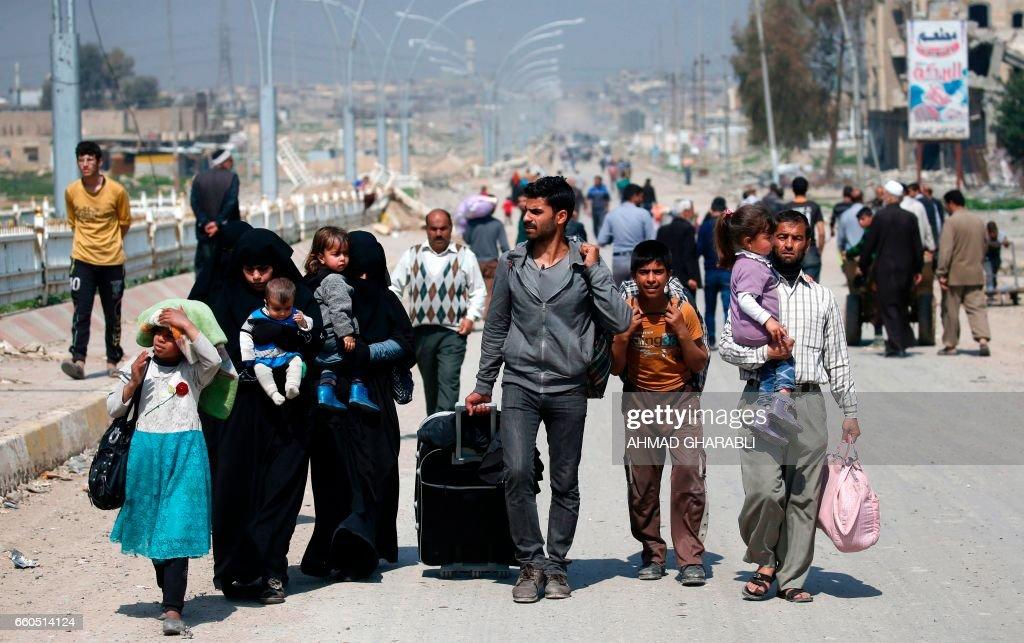 TOPSHOT-IRAQ-CONFLICT-MOSUL : News Photo