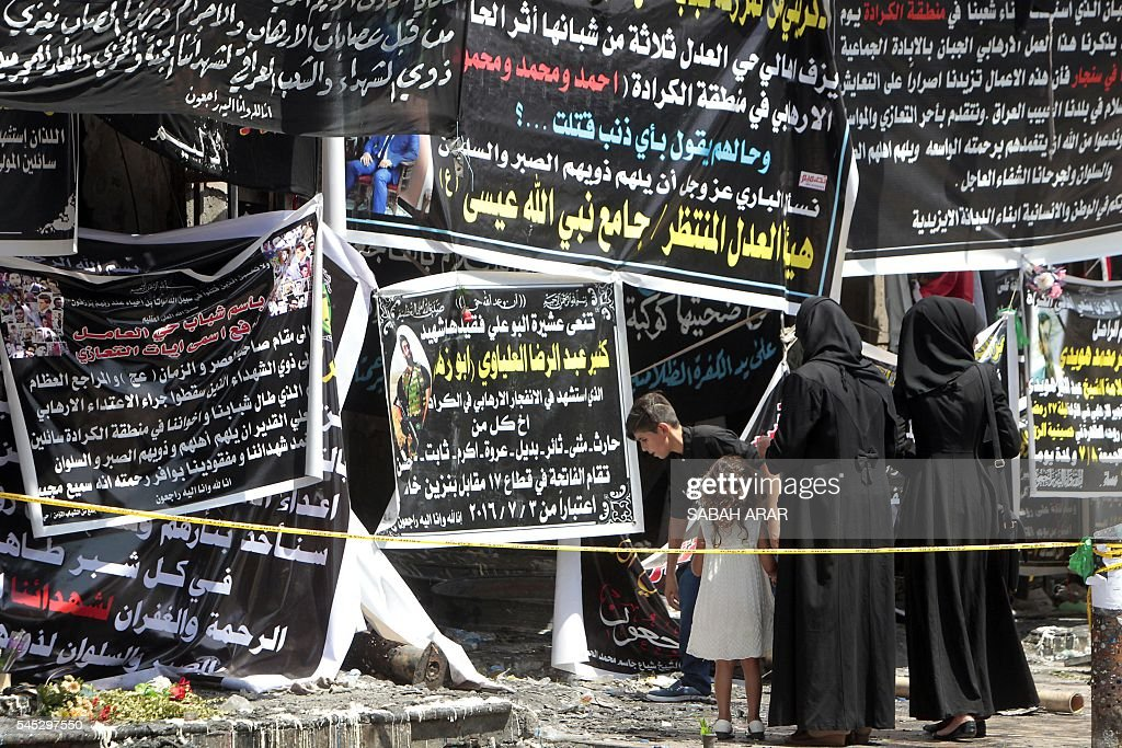 TOPSHOT-IRAQ-CONFLICT-BOMBING-MOURNING : News Photo