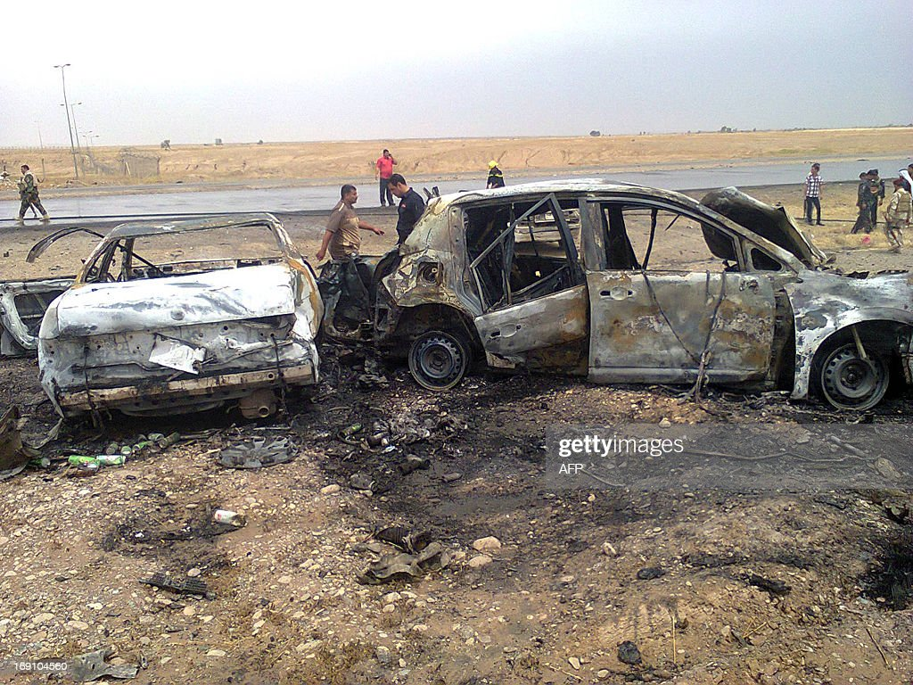 Iraqis inspect the site of a blast in Samarra, north of Baghdad, on May 20, 2013. Iraqi Prime Minister Nuri al-Maliki said that he will overhaul the country's security strategy and personnel, as a wave of unrest killed more than 300 people so far this month. / AFP / Mahmud SALEH