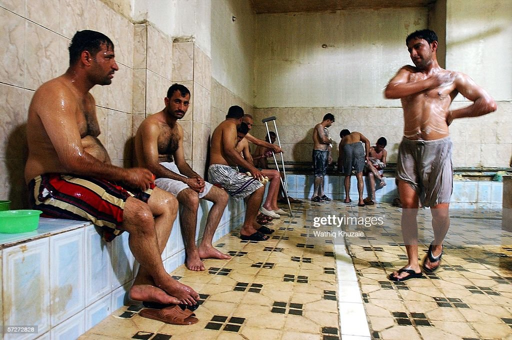 Iraqis Enjoy Rest and Relaxation in Traditional Hammams : ニュース写真
