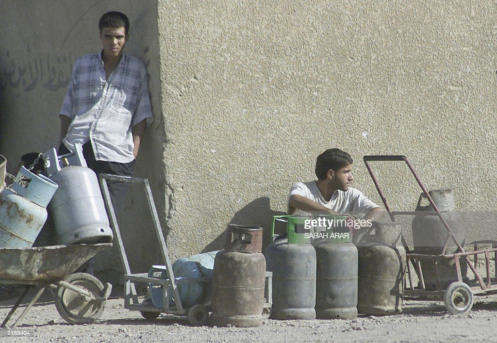Iraqis Wait In The Soaring Heat To Fill Up Their Gas Canisters 21 July 2003