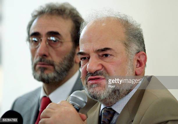 Iraq's Prime Minister Ibrahim alJaafari speaks during a briefing with Iraq's Minister of Defense Saadon alDulaimi and Iraqi military officials at a...