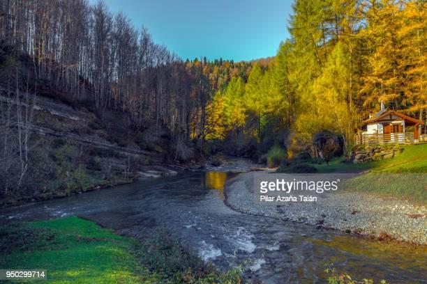 irati river - comunidad foral de navarra fotografías e imágenes de stock