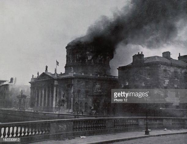 Ireland Battle between Irishmen The Court of Justice of Dublin on fire just moments before the dome collapses