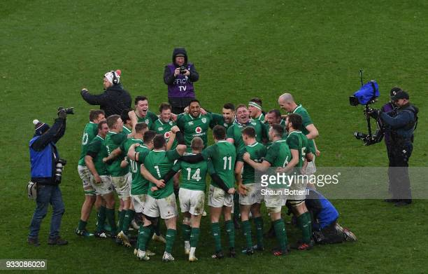 Ireland celebrate after winning the NatWest Six Nations match between England and Ireland at Twickenham Stadium on March 17 2018 in London England