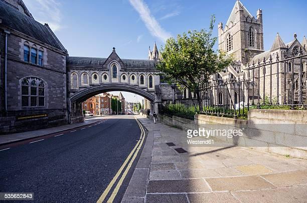 ireland, county dublin, dublin, dublinia, wood quay, dublinia museum and christ church cathedral right - ダブリン州 ダブリン ストックフォトと画像