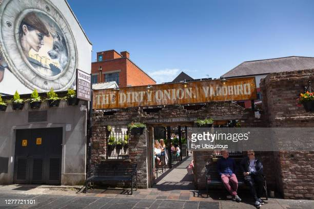Ireland, North, Belfast, Cathedral Quarter, Esterior of the Durty Onion and Yardbird, Bar & Restaurant on Hill Street.