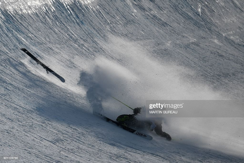 TOPSHOT - Ireland's Brendan Newby competes in the men's ski halfpipe qualification event during the Pyeongchang 2018 Winter Olympic Games at the Phoenix Park in Pyeongchang on February 20, 2018. / AFP PHOTO / Martin BUREAU