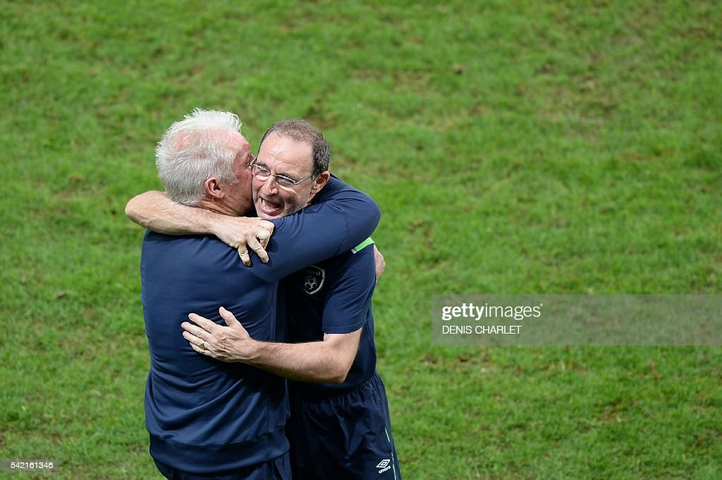 Ireland's coach Martin O'Neill (R) celebrates after the Euro 2016 group E football match between Italy and Ireland at the Pierre-Mauroy stadium in Villeneuve-d'Ascq, near Lille, on June 22, 2016. Ireland won the match 0-1. / AFP / DENIS