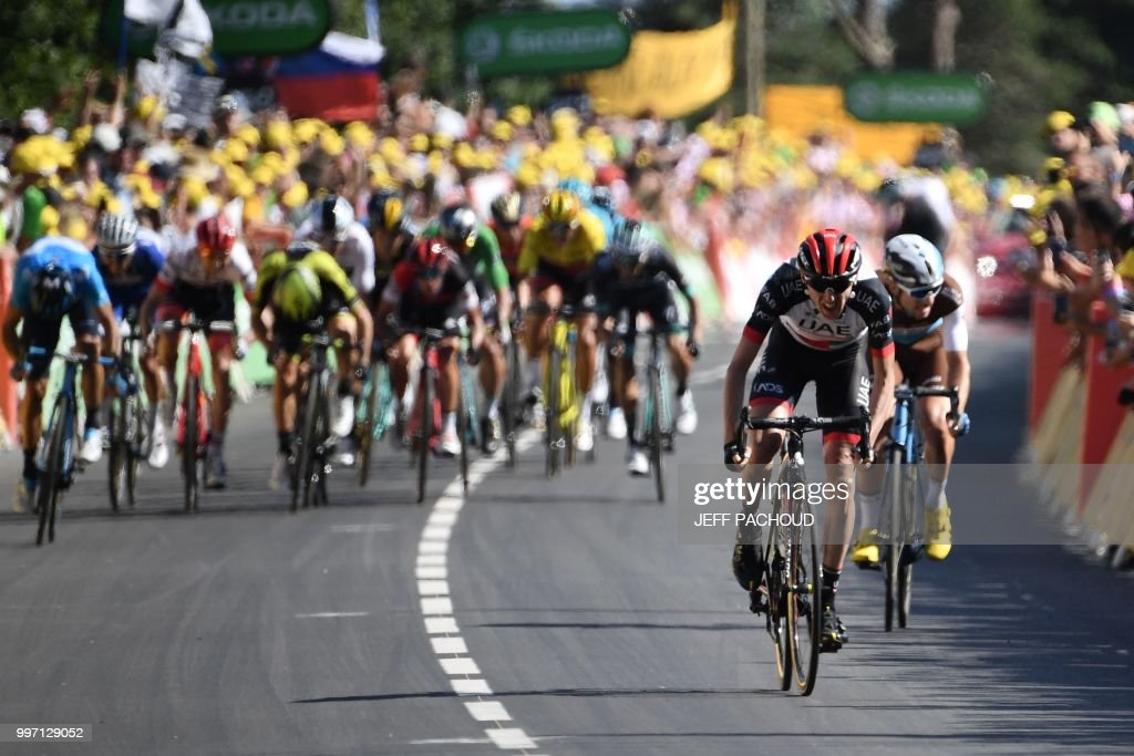 Ireland's Daniel Martin (2ndR) pedals in the last meters, ahead of France's Pierre-Roger Latour (R), on his way to win the sixth stage of the 105th edition of the Tour de France cycling race between Brest and Mur-de-Bretagne Guerledan, western France, on July 12, 2018. (Photo by Jeff PACHOUD / AFP) / ALTERNATIVE