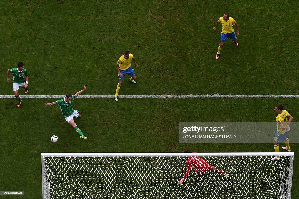 FBL-EURO-2016-MATCH9-IRL-SWE : News Photo