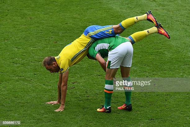 TOPSHOT Ireland's forward Shane Long vies with Sweden's defender Andreas Granqvist during the Euro 2016 group E football match between Ireland and...
