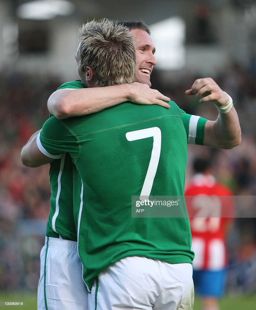 Ireland's Liam Lawrence (L) celebrates with team mate Robbie Kean after scoring against Paraguay during a international friendly match at the RDS Arena in Dublin, Ireland May 25, 2010. AFP PHOTO/Peter Muhly