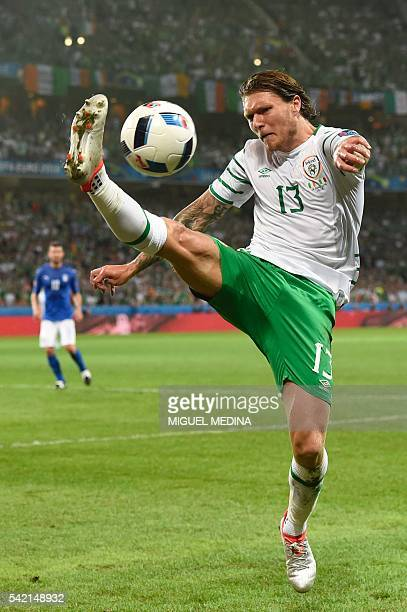 Ireland's midfielder Jeffrey Hendrick plays the ball during the Euro 2016 group E football match between Italy and Ireland at the PierreMauroy...