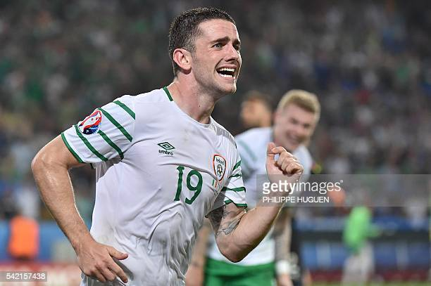 Ireland's midfielder Robert Brady celebrates scoring a goal during the Euro 2016 group E football match between Italy and Ireland at the PierreMauroy...