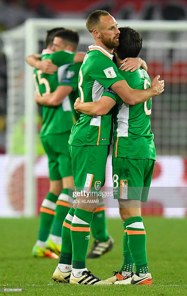 Ireland's players celebrate their victory 1:0 during the World Cup 2018 qualification football match between Austria and Ireland in Vienna on November 12, 2016. / AFP / JOE