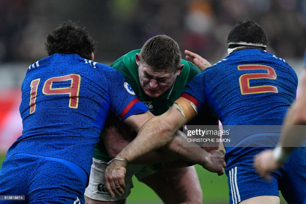 TOPSHOT - Ireland's prop Tadhg Furlong (C) vies with France's Paul Gabrillagues (L) and France's hooker Guilhem Guirado during the Six Nations rugby union match between France and Ireland at the Stade de France in Paris on February 3, 2018. /