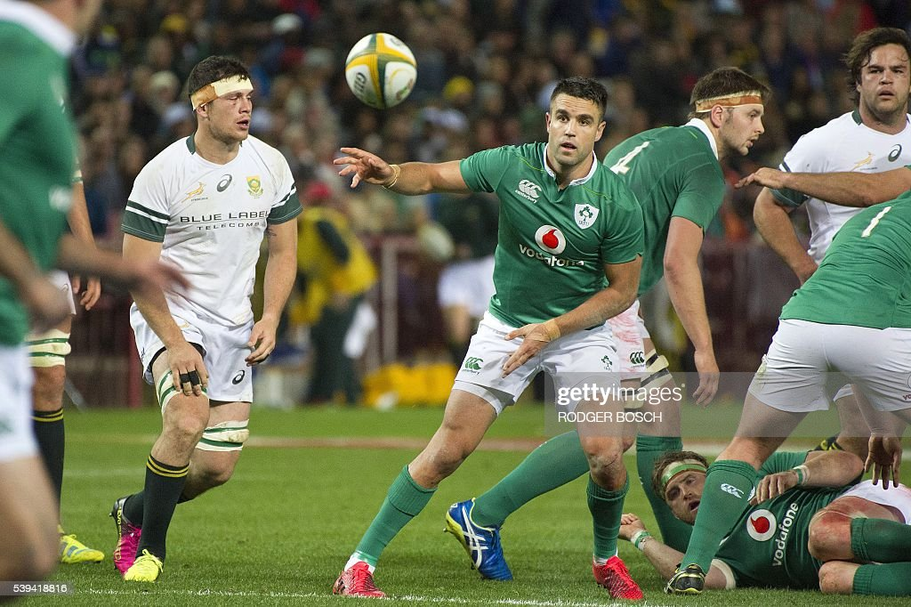 Ireland's scumhalf Connor Murray (C) passes the ball out during the Rugby test match between South Africa and Ireland on June 11, 2016 at the Newlands Stadium,in Cape Town. / AFP / RODGER