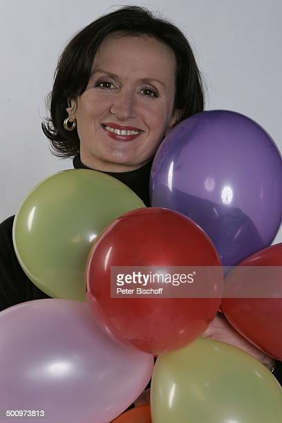Irene Fischer Porträt Schauspielerin 1000 Folgen Lindenstraße KölnBocklemünd 1312005 PNr 037/2005 Ballons Luftballon Ballon Portrait Promi Promis...