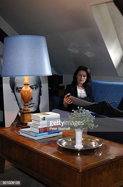 Irene Hubschmid JugendFoto Ehemann Paul Hubschmid Homestory Berlin Deutschland PNr 463/2006 Wohnzimmer Blaue Ecke FotoAlbum Autorin Autobiographin...