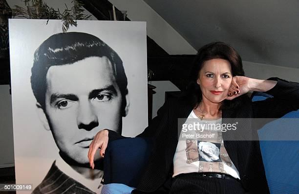 Irene Hubschmid JugendFoto von Ehemann Paul Hubschmid Homestory Berlin Deutschland PNr 463/2006 Wohnzimmer Blaue Ecke Autorin Autobiographin...