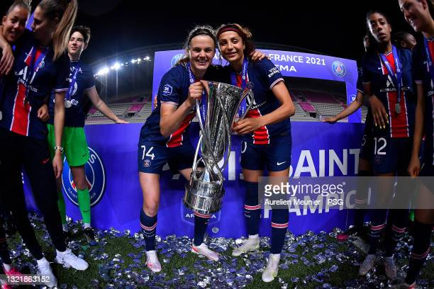 Irene Paredes and Nadia Nadim of Paris Saint-Germain pose with the trophy after winning the D1 Arkema championship after the D1 Arkema match between...