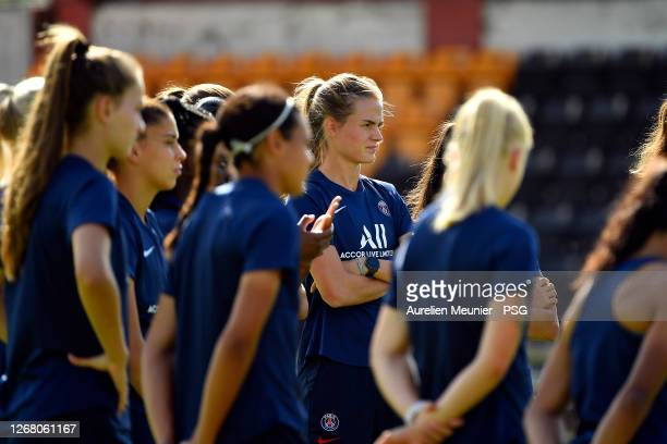 Irene Paredes listens to the coach instructions during a Paris Saint-Germain training session on August 23, 2020 in Bilbao, Spain.