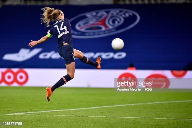 Irene Paredes of Paris Saint-Germain controls the ball during the D1 Arkema match between Paris Saint Germain and Lyon at Parc des Princes on...