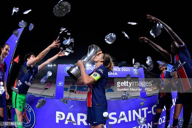Irene Paredes of Paris Saint-Germain kisses the trophy after winning the D1 Arkema championship after the D1 Arkema match between Paris SG and Dijon...