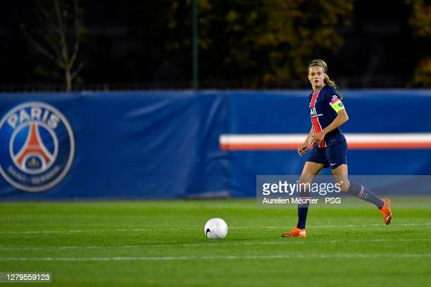 Irene Paredes of Paris Saint-Germain women runs with the ball during the Division 1 Feminine match between Paris Saint-Germain women and Montpellier...