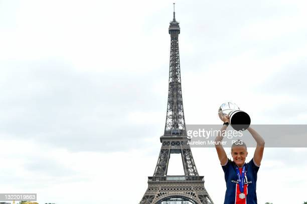 Irene Paredes poses with the trophy next to the Eiffel Tower during the Celebration of the title of French champion D1 Arkema at Parc des Princes on...