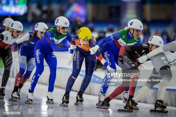 Irene Schouten of Netherlands fights for position against Linda Rossi and Francesca Lollobrigida of Italy competes in the Ladies Mass Start during...