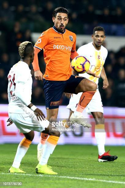 Irfan Can Kahveci of Medipol Basaksehir in action against Henry Onyekuru of Galatasaray during Turkish Super Lig soccer match between Medipol...