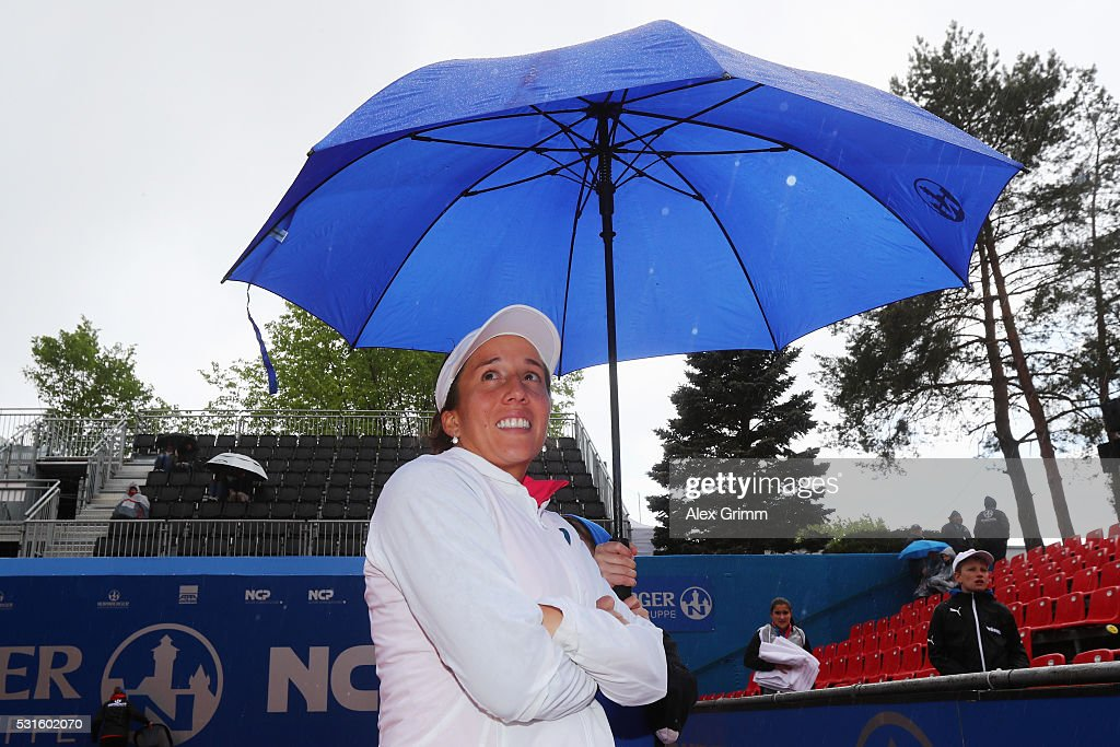 Irina Falconi of USA waits in the rain for her match against Katharina Gerlach during Day Two of the Nuernberger Versicherungscup 2016 on May 15, 2016 in Nuremberg, Germany.