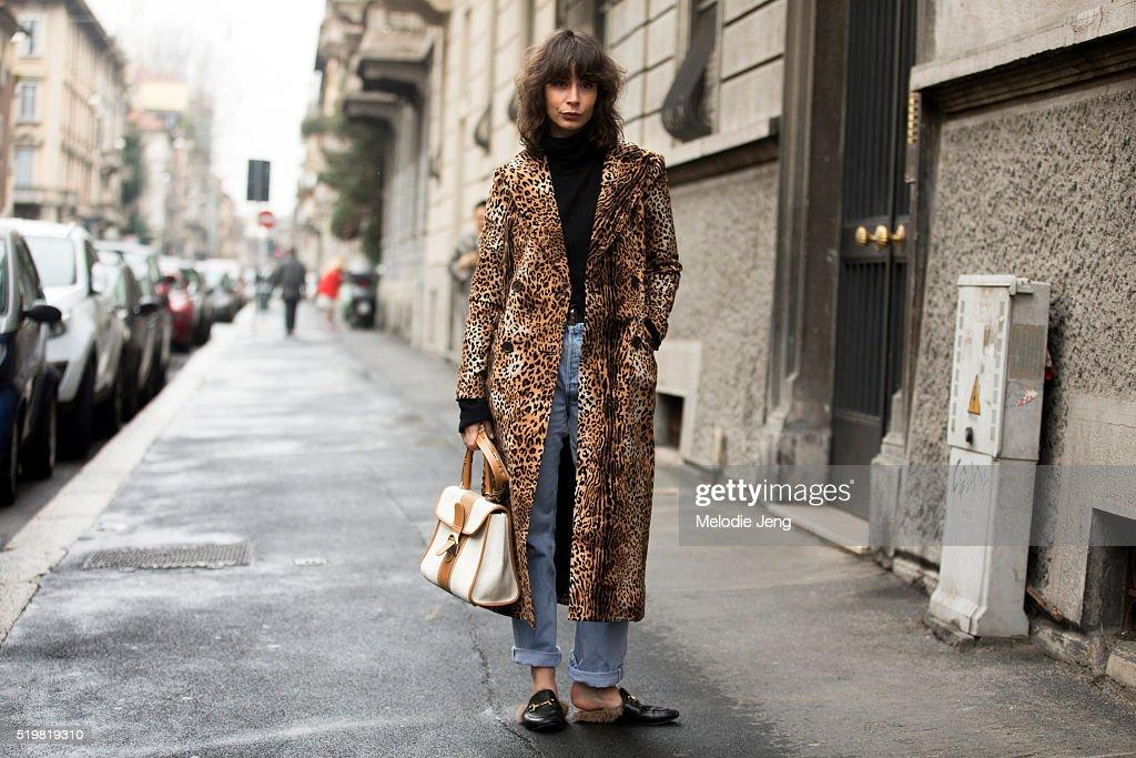 Street Style: February 27 - Milan Fashion Week Fall/Winter 2016/17 : News Photo
