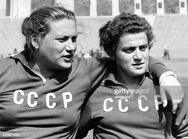 Irina PRESS *19392004 Soviet athlete of Ukrainian origin I Press with her sister Tamara date unknown c1960s