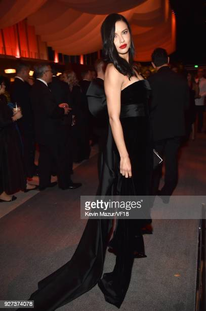 Irina Shayk attends the 2018 Vanity Fair Oscar Party hosted by Radhika Jones at Wallis Annenberg Center for the Performing Arts on March 4 2018 in...